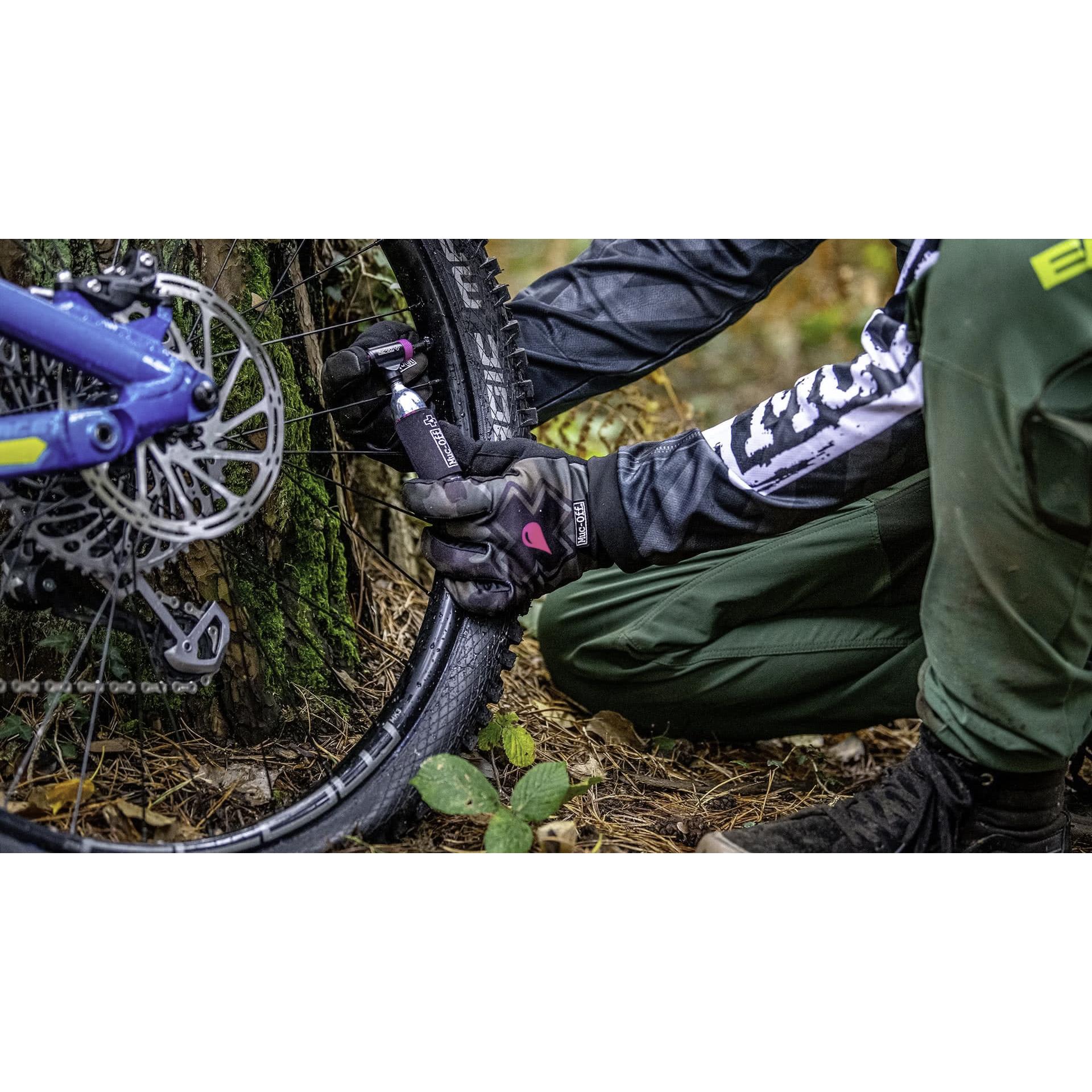 Muc off road bike co2 inflator kit 16g cartridges head neoprene sleeves